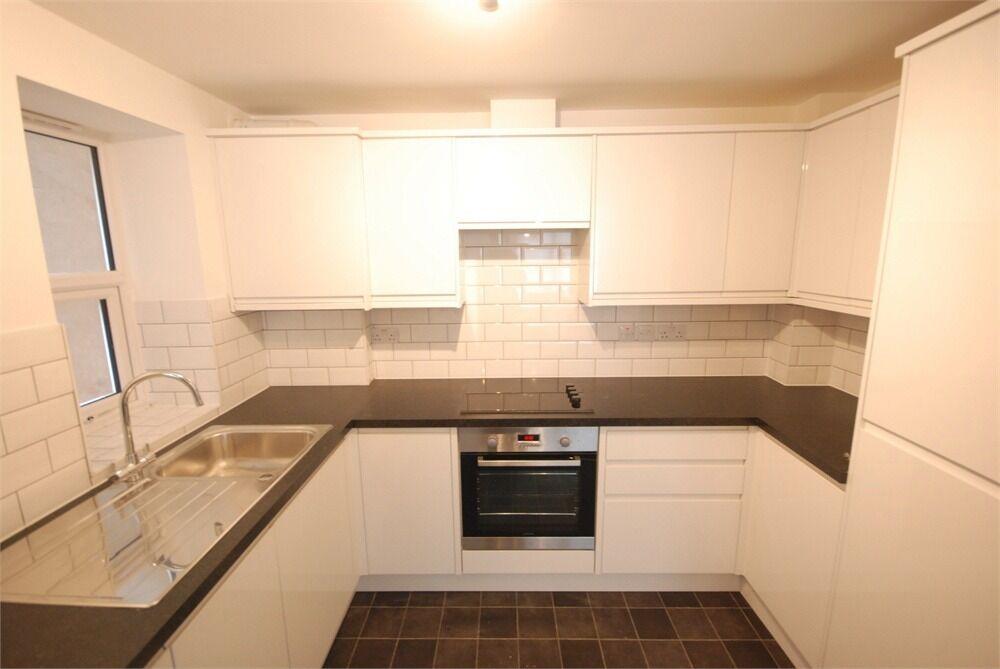 STREATHAM 2 bedroom flat needs to go next week /£1350