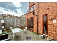 3 BEDROOMS HOUSE 2 BATHROOMS WITH PRIVATE GARDEN + PRIVATE BALCONY/SE14 POMEROY STREET