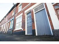 *STUDENTS & PROFESSIONALS** 3 DOUBLE BEDROOMS AND 2 RECEPTION ROOMS** FANTASTIC LOCATION**