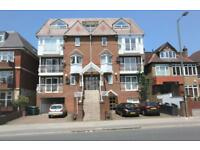 2 bedroom flat in Highview House, Queens Road NW4