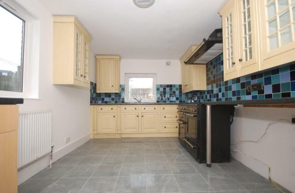 5 bedroom house in Lichfield Grove, Finchley Central