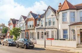2 bedroom flat in Arcadian Gardens, London, N22