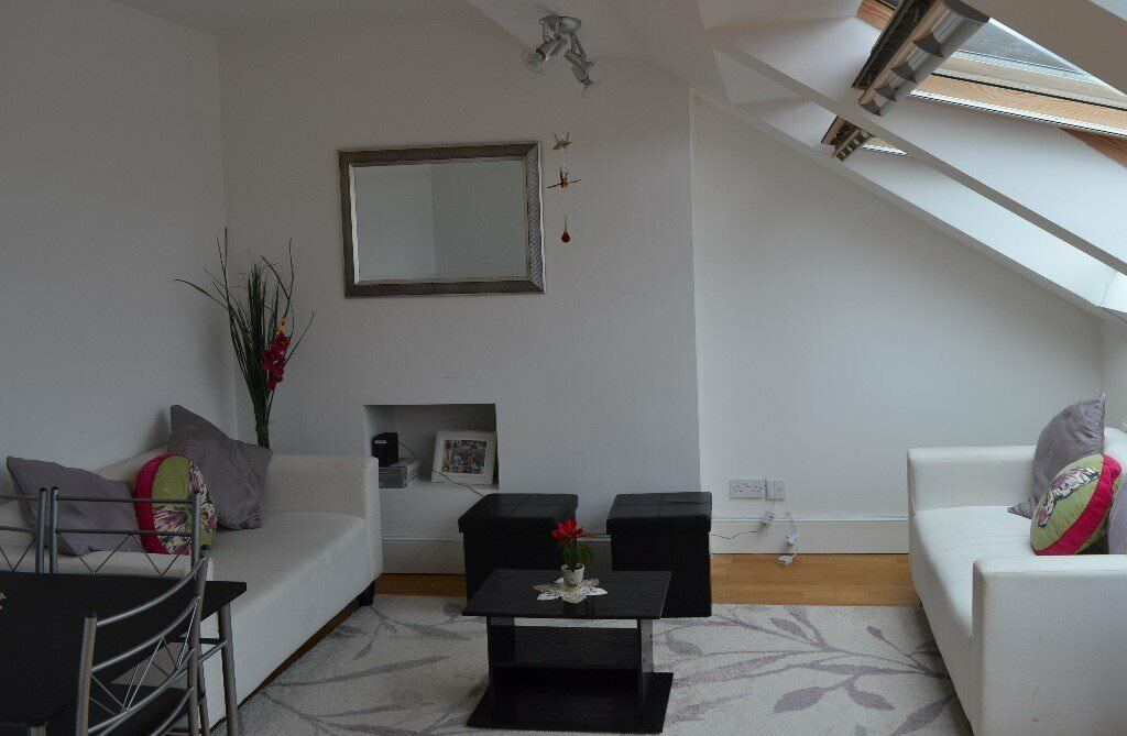 Bright Spacious Furnished One Bed Flat Quiet Convenient Location In Leafy West London No Fees