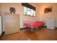 ROOM TO LET - AVAILABLE NOW!! (Swallands Road)