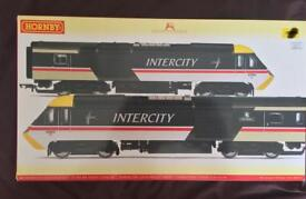 HORNBY R2702 CLASS 43 HST SET + 4 MK3 CARRIAGES IN BR INTERCITY EXECUTIVE LIVERY.