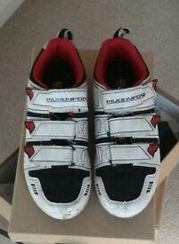 MuddyFox Cycle Shoes plus Pedals
