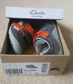 Boys size 4F shoes