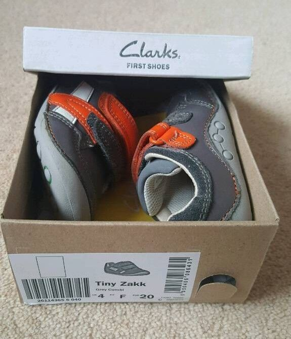 Boys size 4F shoes