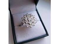 White gold ring with 1k carat of diamonds