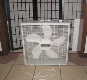 "Slightly used great working Super 21"" 3-speed Box Fan, excellent"