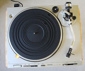 Technics SL-D303 Fully-Automatic Direct-Drive Turntable (1981)