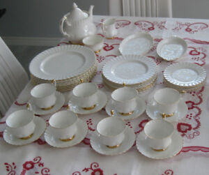 46 PC. ROYAL ALBERT DINNER SET, VAL D'OR, MADE IN ENGLAND