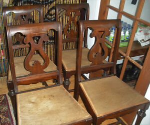 ENSEMBLE DE QUATRE CHAISES EN ACAJOU / Set of 4 Mahogany Chairs