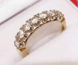 Beautiful 9ct Gold Ring - Ideal Gift - See Details and Photos