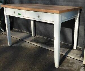 Bureau en bois à 2 tiroirs  2 drawers wood bureau vintage antiqu