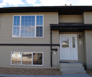 3 BR Condo in CAMROSE, AB Available Immediately