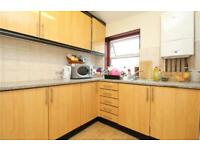 2 bedroom flat in Dollis Road, Finchley Central, London, N3