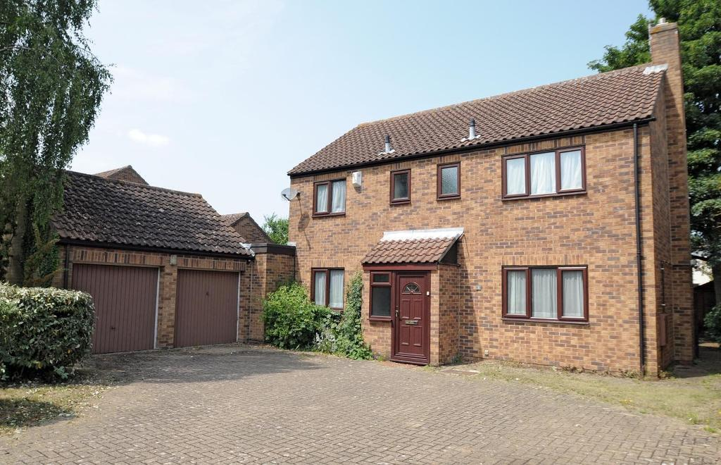 6 bedroom house in Cummings Close, Headington, Oxford