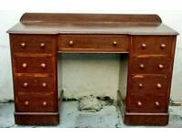 Beautiful oak kneehole desk with 8 drawers