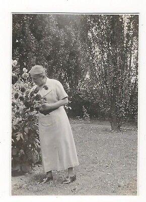 13/158 FOTO BLUMEN PFLÜCKEN 1935 - ALTE MODE