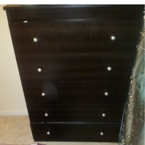 6 Pieces queen size bedroom, excellent condition in Markham