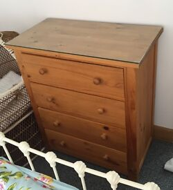 2 X solid pine bed side drawers and 4 set of drawers