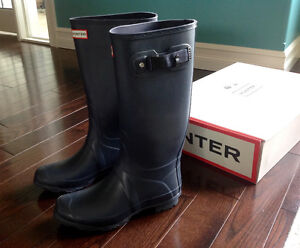For sale: Hunter - Huntress boots! Navy - Size 8, never worn!
