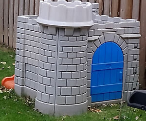 Little Tikes Outdoor Castle/ play structure