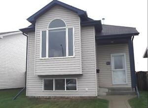 Red Key Awesome 3 Bedroom house & double garage!!
