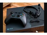 xbox one with kinekt, 2x controllers, headphones, extra tv holder