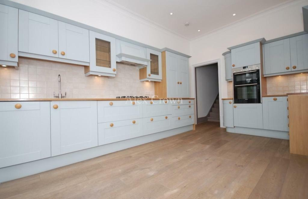 3 bedroom flat in Muswell Hill Place, Muswell Hill