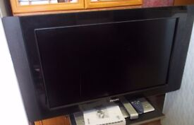 "Phillips Slimline TV 32"" with TV Stand"
