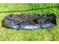 Mizuno Golf Travel Bag / Trolley / Holdall - Excellent Condition