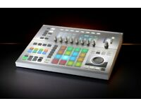 Native Instruments Maschine Studio White + DjTechTools Chroma Caps (Custom Knobs)