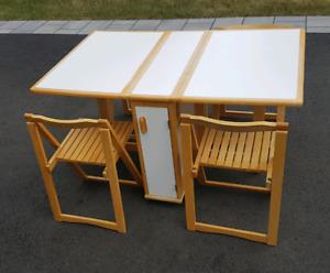 Table en bois pliable compacte avec 4 chaises