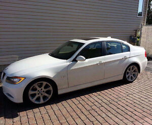 Mint condition 2006 BMW 330i low km! Must sell!!