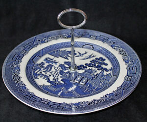 JOHNSON BROS. CAKE PLATE WITH HANDLE - BLUE WILLOW