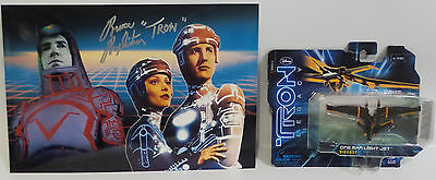 TRON : TRON PHOTO SIGNED BY BRUCE BOXLEITNER WITH ONE MAN LIGHT JET MODEL