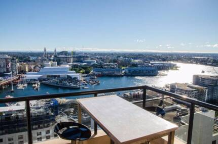 Master room in stunning apartment in Darling Harbour