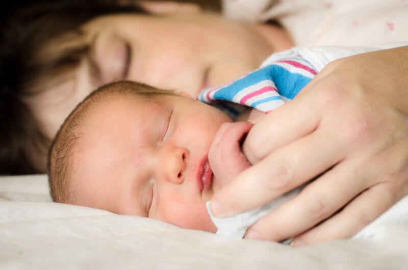 Auch mit Baby fit und munter sein: Mit diesen Tipps funktioniert's