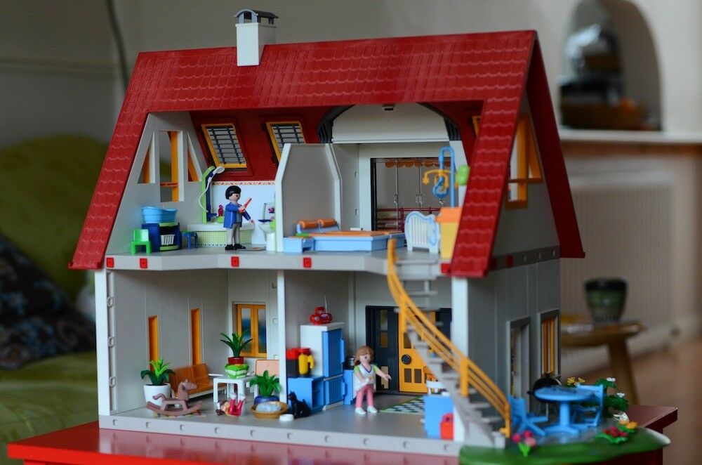 2ea77b4b994 Dolls house from Playmobil (4279 Suburban House)