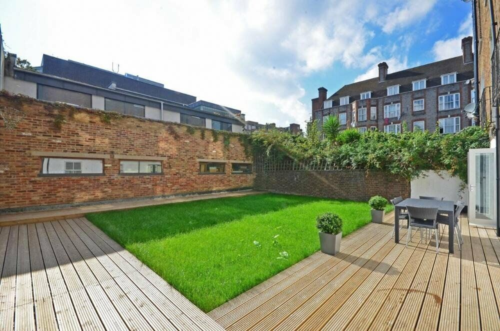 **A SPECTACULAR 2 BEDROOM 2 BATHROOM GARDEN FLAT WITHIN A SHORT WALK TO KENTISH TOWN TUBE**