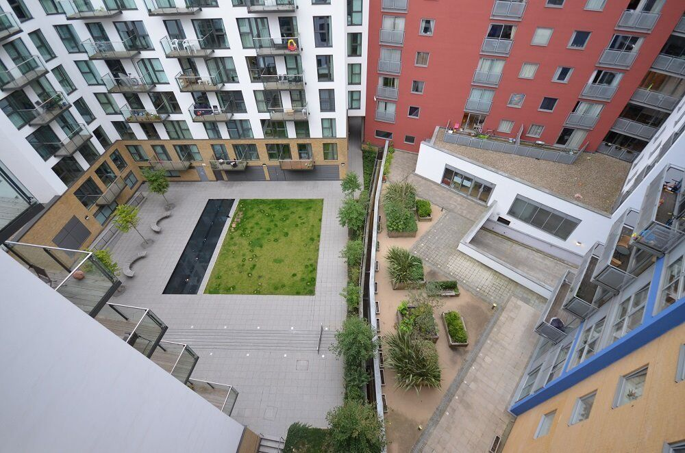Ex show apartment, 7th Floor, gym, concierge, swimming pool, 12 minutes to Canary Wharf, AVAILABLE