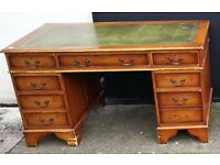 Vintage pedistal desk