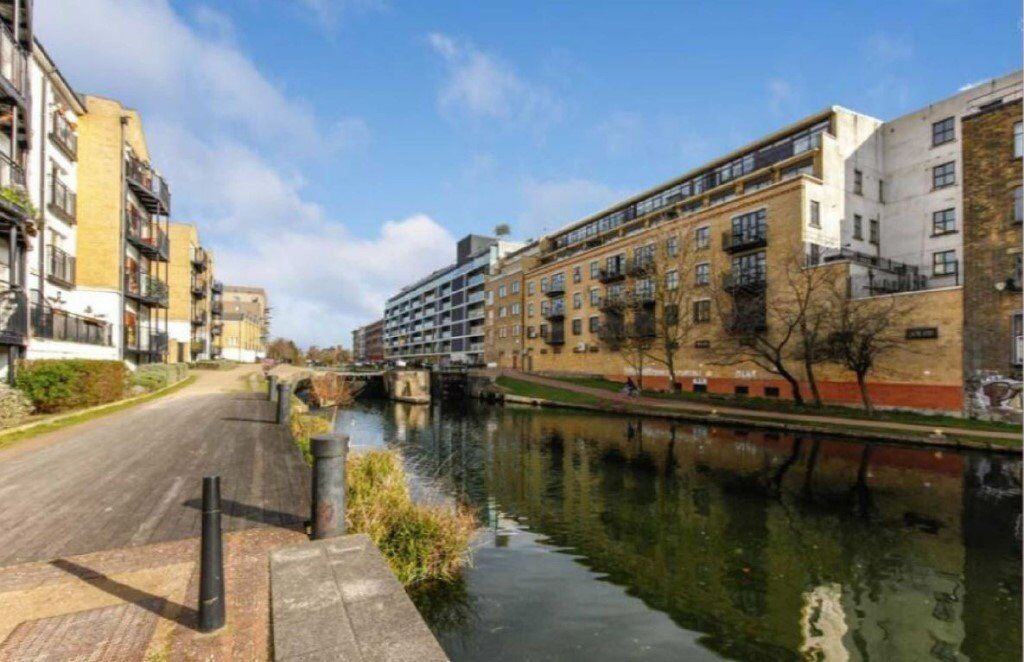 ONE BEDROOM APARTMENT IN MILE END BY THE CANAL STEPNEY GREEN REFURBISHED