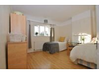 Twin/Double room near to east acton, huge house
