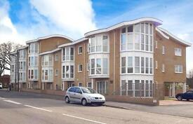 Beautiful 1 bedroom apartment Surrey Point Bassett Southampton with parking
