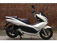 Honda PCX 125, Excellent condition with top box