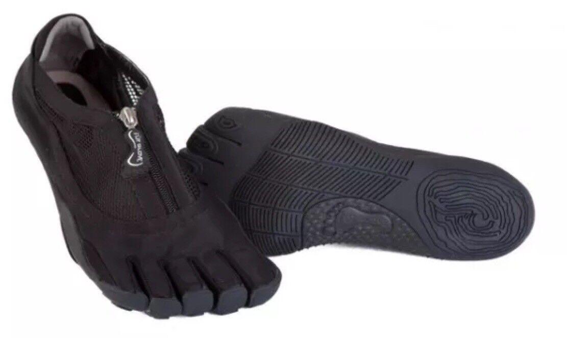 FÜT GLOVE Zip Black Neoprene Women's Athletic Shoes.