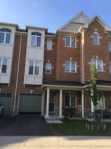 Oak Ridges-Gorgeous 3+1 Bdrm Townhome Bond Lake Village